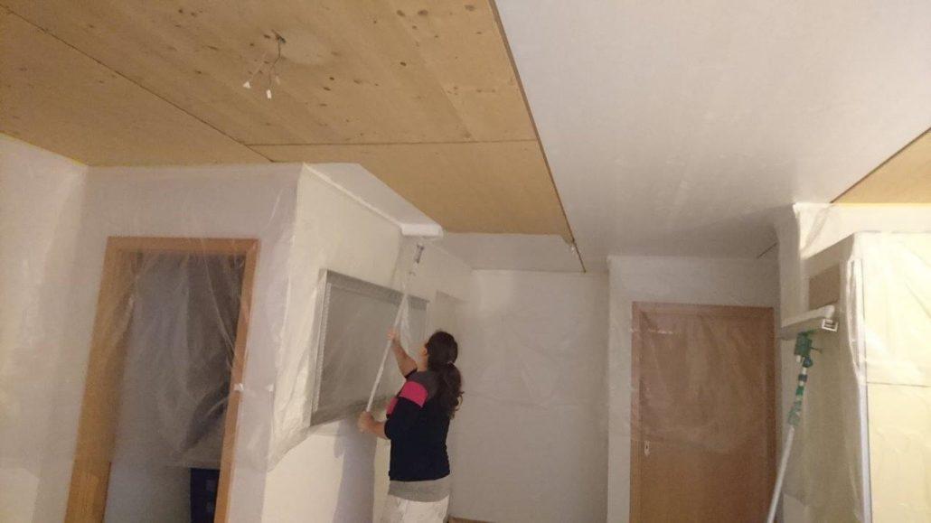 Renovation neu KleiderStore- neu Abrieb mit Wände ausglätten