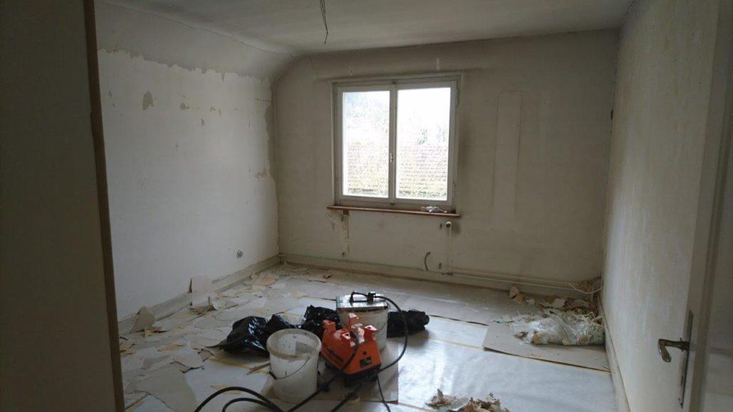Renovation Zimmer neu Rauhfasertapete