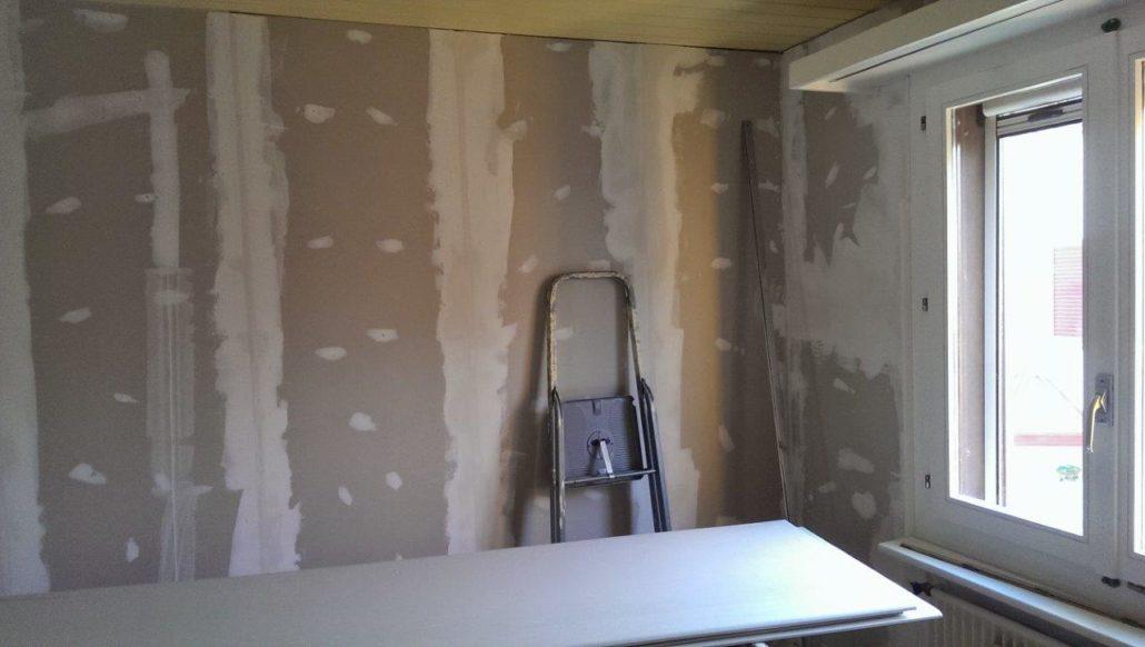 Renovation Zimmer mit neu Beplankung Gipskartonplatten und Abrieb