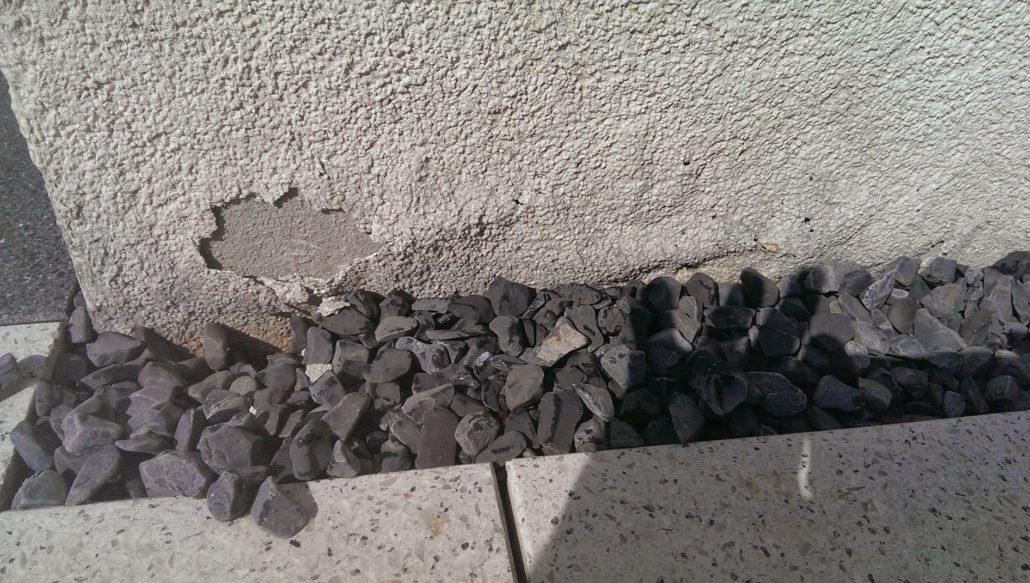 defekter Putz, Feuchtigkeit dringt in Mauerwerk