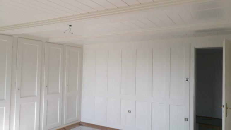 Renovation Holzelement Decke- neu lasieren Weisslasur